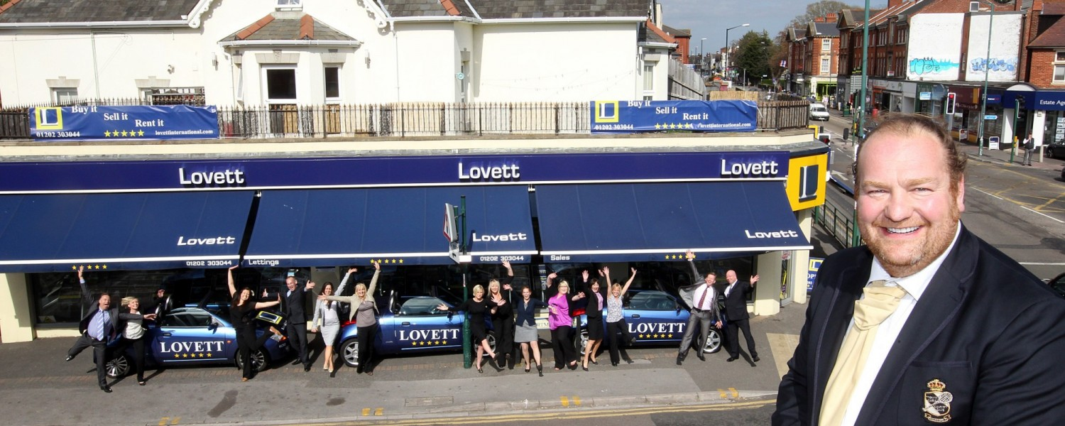Lovett Estate Agents are helping you get moved in for Christmas!