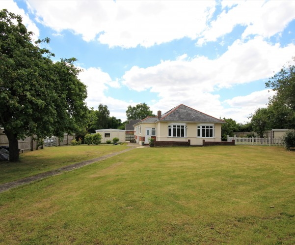 Beautiful Bungalow Goes on the Market With Lovett